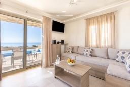Спальня. Греция, Превели : Современная вилла с бассейном и видом на море, барбекю, парковка, Wi-Fi