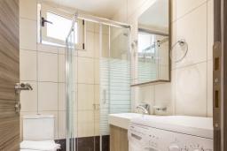 Ванная комната. Греция, Превели : Современная вилла с бассейном и видом на море, барбекю, парковка, Wi-Fi
