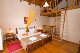 Спальня. Греция, Коккино Хорио : Прекрасная вилла в комплексе с общим бассейном, гостиная, спальня, 2 ванные комнаты, терраса, парковка, Wi-Fi