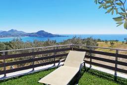 Терраса. Греция, Плакиас : Прекрасная вилла с бассейном и видом на море, 2 спальни, 2 ванные комнаты, барбекю, парковка, Wi-Fi
