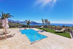 Бассейн. Греция, Плакиас : Прекрасная вилла с бассейном и видом на море, 2 спальни, 2 ванные комнаты, барбекю, парковка, Wi-Fi