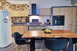 Кухня. Греция, Плакиас : Современная вилла с бассейном и видом на море, 2 спальни, 2 ванные комнаты, парковка, Wi-Fi