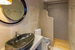 Ванная комната. Греция, Превели : Уютная вилла в 250 метрах от пляжа с бассейном и видом на море, гостиная, спальня, парковка, Wi-Fi