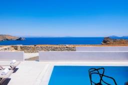Вид на море. Греция, Превели : Уютная вилла в 250 метрах от пляжа с бассейном и видом на море, гостиная, спальня, парковка, Wi-Fi