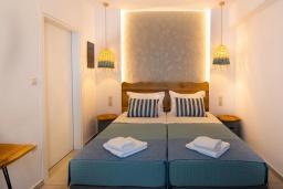 Спальня. Греция, Превели : Уютная вилла в 250 метрах от пляжа с бассейном и видом на море, гостиная, спальня, парковка, Wi-Fi