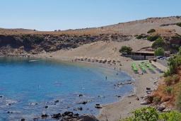 Ближайший пляж. Греция, Превели : Уютная вилла в 250 метрах от пляжа с бассейном и видом на море, гостиная, спальня, парковка, Wi-Fi