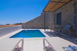 Бассейн. Греция, Превели : Уютная вилла в 250 метрах от пляжа с бассейном и видом на море, 2 спальни, 2 ванные комнаты, парковка, Wi-Fi