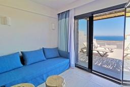 Гостиная. Греция, Превели : Уютная вилла в 250 метрах от пляжа с бассейном и видом на море, 2 спальни, 2 ванные комнаты, парковка, Wi-Fi