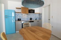 Кухня. Греция, Превели : Уютная вилла в 250 метрах от пляжа с бассейном и видом на море, 2 спальни, 2 ванные комнаты, парковка, Wi-Fi