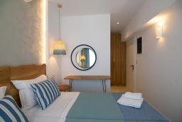 Спальня. Греция, Превели : Уютная вилла в 250 метрах от пляжа с бассейном и видом на море, 2 спальни, 2 ванные комнаты, парковка, Wi-Fi