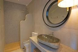 Ванная комната. Греция, Превели : Уютная вилла в 250 метрах от пляжа с бассейном и видом на море, 2 спальни, 2 ванные комнаты, парковка, Wi-Fi