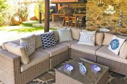 Патио. Греция, Малеме : Прекрасная вилла с бассейном, джакузи, зеленой лужайкой и барбекю, 2 спальни, сауна, парковка, Wi-Fi