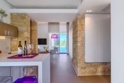 Кухня. Греция, Киссамос Кастели : Современная вилла с бассейном и видом на море, барбекю, парковка, Wi-Fi