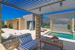 Фасад дома. Греция, Киссамос Кастели : Современная вилла с бассейном и видом на море, барбекю, парковка, Wi-Fi