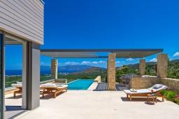 Территория. Греция, Киссамос Кастели : Современная вилла с бассейном и видом на море, барбекю, парковка, Wi-Fi