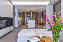 Гостиная. Греция, Киссамос Кастели : Современная вилла с бассейном и видом на море, 2 спальни, 2 ванные комнаты, барбекю, парковка, Wi-Fi