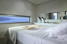 Спальня. Греция, Киссамос Кастели : Современная вилла с бассейном и видом на море, 3 спальни, 3 ванные комнаты, барбекю, парковка, Wi-Fi