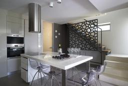 Кухня. Греция, Киссамос Кастели : Современная вилла с бассейном и видом на море, 3 спальни, 3 ванные комнаты, барбекю, парковка, Wi-Fi