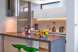 Кухня. Греция, Киссамос Кастели : Современная вилла с бассейном и видом на море, 2 спальни, 2 ванные комнаты, барбекю, парковка, Wi-Fi