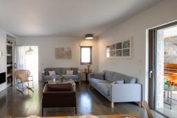 Гостиная. Греция, Милатос : Шикарная вилла с бассейном и двориком с барбекю, 5 спален, 5 ванных комнат, парковка, Wi-Fi