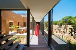 Территория. Греция, Малеме : Современная вилла с бассейном, джакузи и зеленым двориком, 3 спальни, 2 ванные комнаты, парковка, Wi-Fi