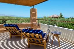 Балкон. Греция, Малеме : Современная вилла с бассейном, джакузи и зеленым двориком, 3 спальни, 2 ванные комнаты, парковка, Wi-Fi