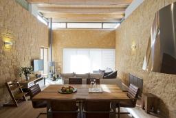 Обеденная зона. Греция, Малеме : Современная вилла с бассейном, джакузи и зеленым двориком, 3 спальни, 2 ванные комнаты, парковка, Wi-Fi