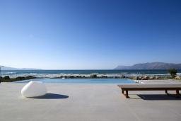 Бассейн. Греция, Киссамос Кастели : Роскошная пляжная вилла с бассейном и шикарным видом на море, 2 спальни, 2 ванные комнаты, барбекю, парковка, Wi-Fi