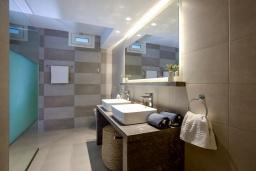Ванная комната. Греция, Сиси : Роскошная вилла с бассейном и двориком с барбекю, 6 спален, 4 ванные комнаты, парковка, Wi-Fi