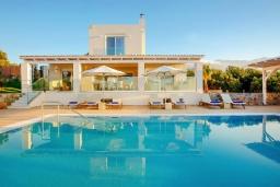 Фасад дома. Греция, Сиси : Роскошная вилла с бассейном и двориком с барбекю, 6 спален, 4 ванные комнаты, парковка, Wi-Fi
