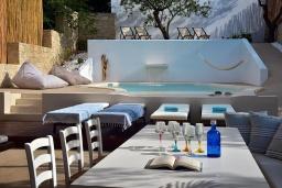 Бассейн. Греция, Херсонисос : Прекрасная вилла с бассейном и зеленым двориком с барбекю, 4 спальни, 2 ванные комнаты, джакузи, парковка, Wi-Fi