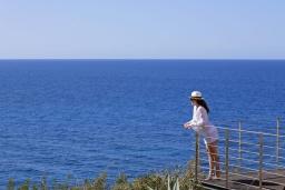 Вид на море. Греция, Элафониси : Современная вилла в 50 метрах от пляжа с бассейном и шикарным видом на море, 3 спальни, 3 ванные комнаты, джакузи, барбекю, парковка, Wi-Fi