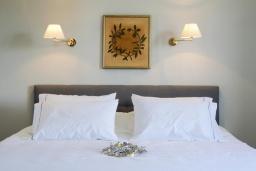 Спальня 2. Греция, Ханья : Роскошная вилла с бассейном, зеленой лужайкой и шикарным видом на море, 2 гостиные, 7 спален, 5 ванных комнат, барбекю, парковка, Wi-Fi