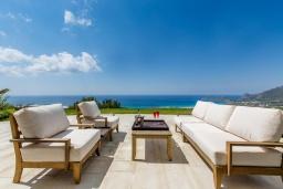 Патио. Греция, Фаласарна : Шикарная вилла с бассейном, джакузи и видом на море, 3 спальни, 3 ванные комнаты, парковка, Wi-Fi