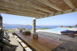Обеденная зона. Греция, Элунда : Роскошная вилла вилла с большим бассейном и видом на море, 8 спален, 8 ванных комнат, патио, барбекю, парковка, Wi-Fi
