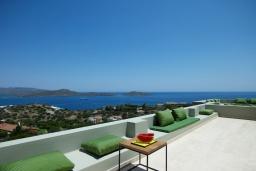 Терраса. Греция, Элунда : Роскошная вилла вилла с большим бассейном и видом на море, 8 спален, 8 ванных комнат, патио, барбекю, парковка, Wi-Fi