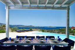 Обеденная зона. Греция, Элунда : Роскошная вилла вилла с большим бассейном и видом на море, 6 спален, 6 ванных комнат, патио, барбекю, парковка, Wi-Fi