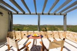 Терраса. Греция, Панормо : Роскошная вилла с бассейном и зеленым двориком с барбекю, 4 спальни, 4 ванные комнаты, парковка, Wi-Fi