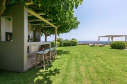 Территория. Греция, Малеме : Роскошная вилла с бассейном, зеленым садом и видом на море, 3 спальни, 2 ванные комнаты, барбекю, парковка, Wi-Fi