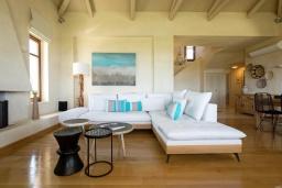 Гостиная. Греция, Малеме : Роскошная вилла с бассейном, зеленым садом и видом на море, 3 спальни, 2 ванные комнаты, барбекю, парковка, Wi-Fi