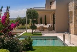 Фасад дома. Греция, Малеме : Роскошная вилла с бассейном, зеленым садом и видом на море, 4 спальни, 4 ванные комнаты, барбекю, парковка, Wi-Fi