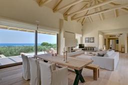 Гостиная. Греция, Малеме : Роскошная вилла с бассейном, зеленым садом и видом на море, 4 спальни, 4 ванные комнаты, барбекю, парковка, Wi-Fi