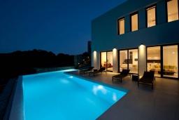 Фасад дома. Греция, Элунда : Современная вилла с бассейном и шикарным видом на море, 6 спален, 6 ванных комнат, парковка, Wi-Fi