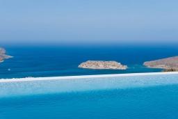 Бассейн. Греция, Элунда : Современная вилла с бассейном и шикарным видом на море, 6 спален, 6 ванных комнат, парковка, Wi-Fi