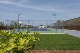 Территория. Греция, Малеме : Современная вилла в 200 метрах от пляжа с бассейном и видом на море, 6 спален, 6 ванных комнат, теннисный корт, барбекю, парковка, Wi-Fi