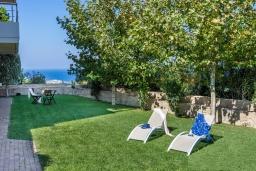 Территория. Греция, Айя Пелагия : Роскошная вилла с бассейном, зеленым двориком с барбекю и видом на море, 5 спален, 3 ванные комнаты, парковка, Wi-Fi