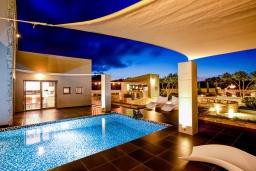 Бассейн. Греция, Милатос : Роскошная вилла с бассейном и зеленым двориком с барбекю и патио, 4 спальни, 3 ванные комнаты, парковка, Wi-Fi