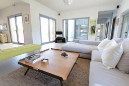 Гостиная. Греция, Милатос : Роскошная вилла с бассейном и зеленым двориком с барбекю и патио, 4 спальни, 3 ванные комнаты, парковка, Wi-Fi