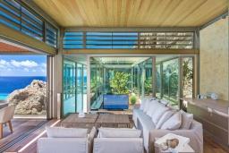 Гостиная. Греция, Элафониси : Современная вилла в 200 метрах от пляжа с бассейном и шикарным видом на море, 3 спальни, 3 ванные комнаты, барбекю, парковка, Wi-Fi