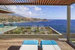 Терраса. Греция, Элафониси : Современная вилла в 200 метрах от пляжа с бассейном и шикарным видом на море, 3 спальни, 3 ванные комнаты, барбекю, парковка, Wi-Fi